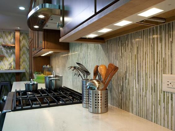 vertical backsplash - HGTV